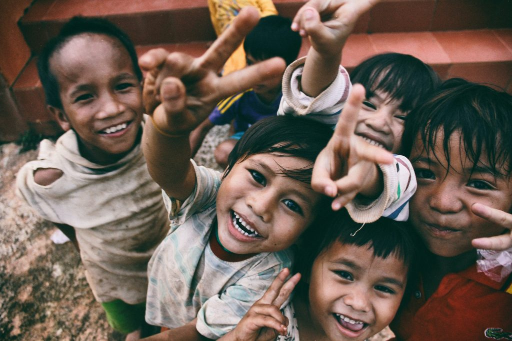 Philanthropie aide les milieux défavorisés ou victime d'inégalités sociales et contribue à une amélioration des conditions de vie. L'Observatoire de la philanthropie analyse ces retombées au point de vue en gestion et marketing.